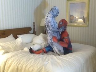 spiderman is taken advantage of by his enemy, arachnophobia