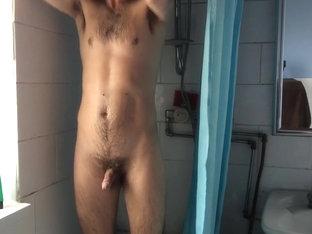 Voyeur - Slim Guy in the Shower
