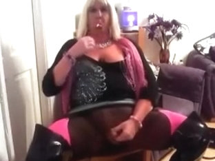 Chrissie smoking and stroking