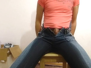 horny Carmina pees her tight sexy Jeans and shows her ass