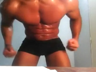 Muscles Vs Twink
