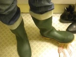 nlboots - green boots, close