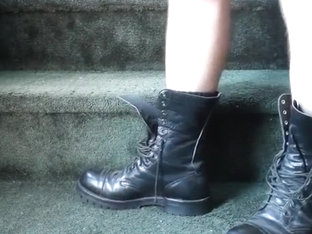 Talking footwear ヨ laced outdoor boots