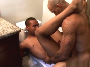 Thug gets anal fuck by Big Daddy dick
