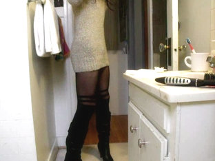 Skinny CD shows legs with pantyhose
