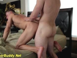 Ripped jock cums tugging
