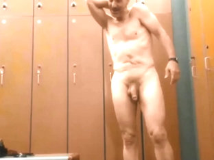 Hung dad showoff