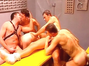 Horny Fivesome Have Raunchy Gay Sex