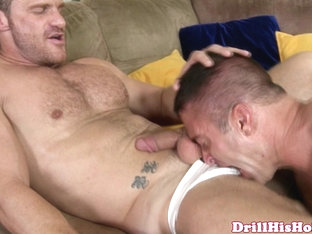 Beefy athlete in rim blowjob session