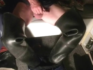 nlboots - cumming in waders and adidas shorts