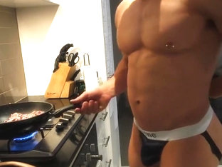 bodybuilding on cam (Dance strip and ass on private)