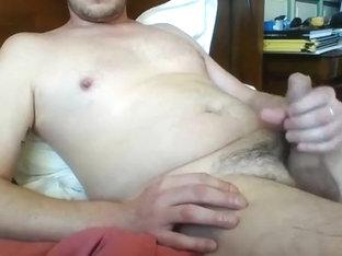 Wank on porn and cum in hand / Branle et jute dans la main