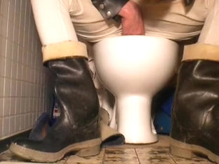 nlboots - waders (on toilet)