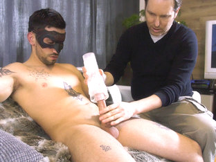 Dominic in Need A Hand Dominic?, Scene #01 - MaskUrbate