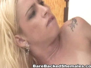 Thrilling Golden-Haired Tranny Fucking Hard in the Arse