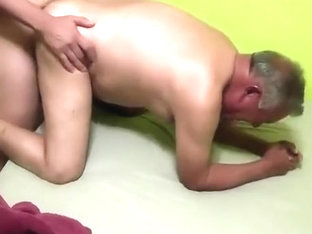 Quiere Verga el Abuelo Cachondo/ Horny Grandpa wants cock.