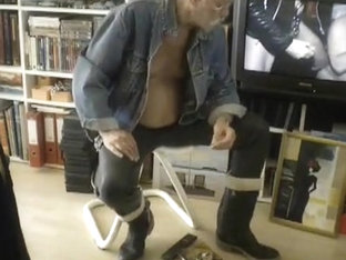 nlboots - smoking, rubber trousers, boots, interesting vid