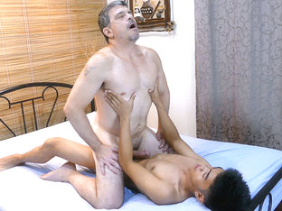 Daddy Barebacks Fucks Asian Boy Robin - DaddysAsians