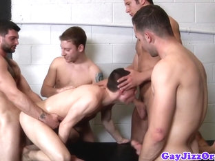 Hunky homo assfucked while sucking cock