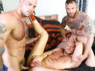 Sean Duran & Matt Stevens & Derek Parker in Special Massage Video - MenOver30