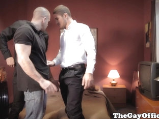 Office hunks assucking in threeway