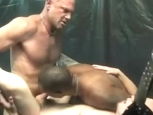 Dom/sub gay threesome with DP