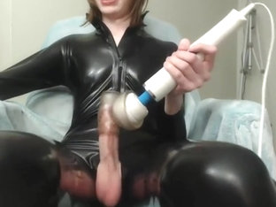 Bubbly tgirl uses toy