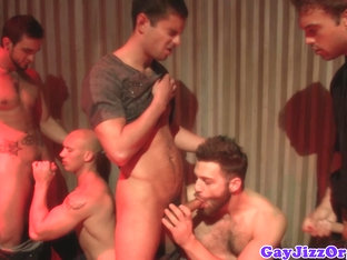 Beefy hunks receiving blowjob during a jaw fest