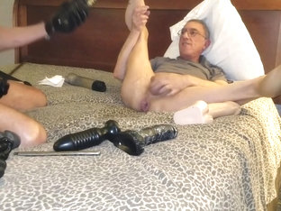 2017-03-31 4 guys work me over with dildos and fists at the motel