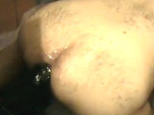 Putito se prepara abriendose bien el culito