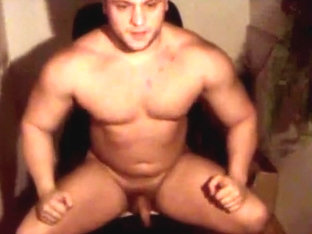 Total Muscle Slut On Cam
