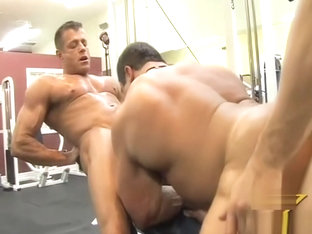 3 Bodybuilders fuck in the gym