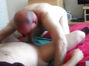 Thick-Cocked Cockcasian Receives Serviced