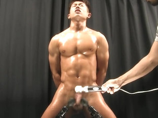 Japanese muscle boy huge cumshot with Vibrator
