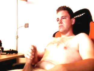 German Dude Gives Free Live Show on Skype