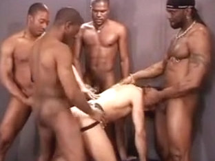 Jeff Palmer gangbanged (part 2 : black guys)