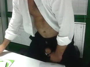 SEGAIOLO IN UFFICIO - jerking in the Office