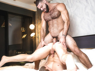 Ricky Larkin & Tommy Regan  in Neighbrohood Part 1 - Str8ToGay