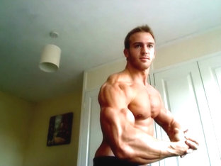 Adam Charlton bodybuilder muscle posing on cam