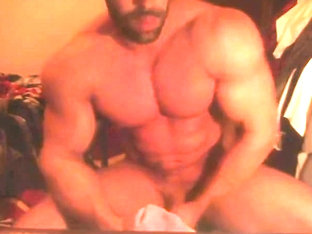 straight bodybuilder masturbating