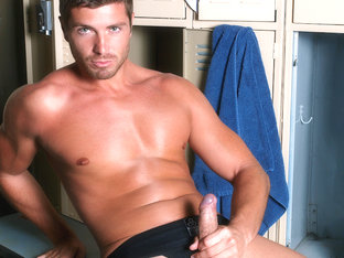 Etienne Pauliac in Rub Down Video