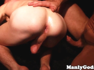 Muscular hunk pounds butthole with his thick cock