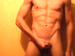 Perfect body guy jerking off
