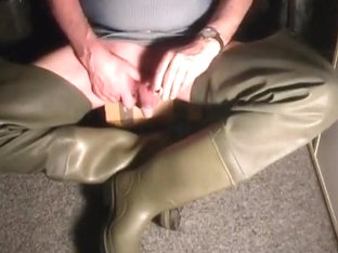 nlboots - rubber waders, smoking too