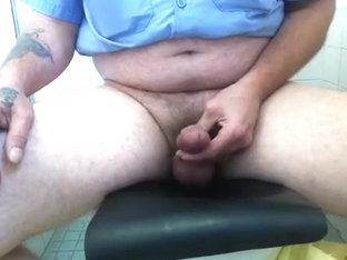 Hands Free Squirt at work