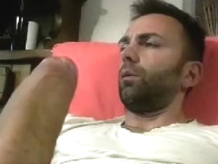 Seductive BF is jerking in a small room and memorializing himself on camera