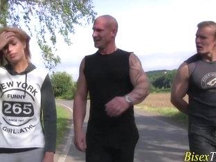 Bisex dude gives blowjob