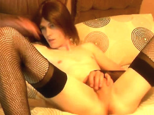 Slim crossdresser sticks a giant dildo up her ass