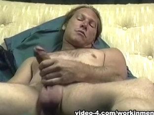 Mature Amateur Freddy Z Beating Off - WorkinMenXxx
