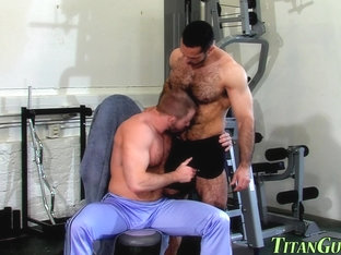 Muscled hunk jizz sprayed